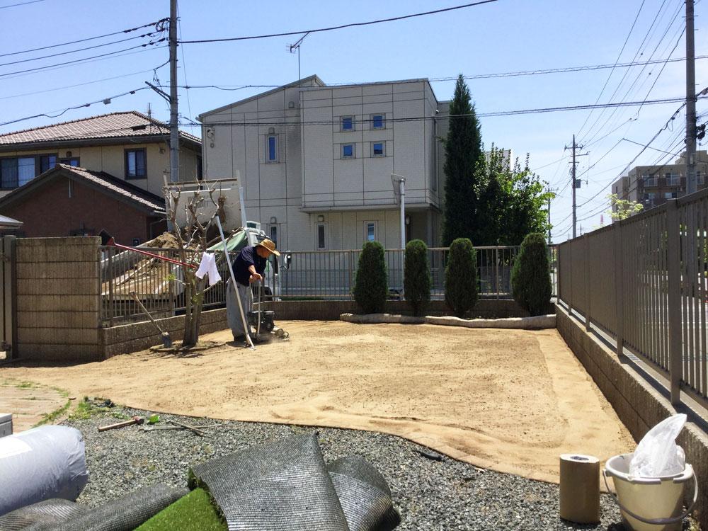 人工芝の下地準備